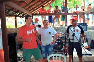 Diretor da CUT-RJ prestigia nossa festa ao lado de Bezerra e Rosemberg.